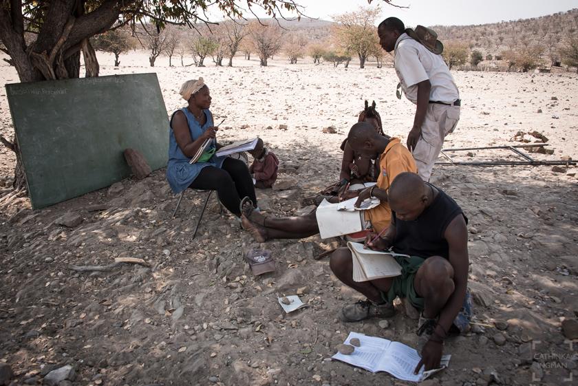 Besok i himbabyn, grootberg, Namibia, himba