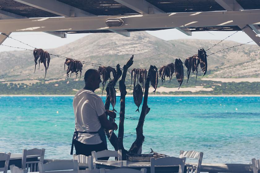 Vandra på Antiparos, kykladen, grekland, båtluffa i grekland