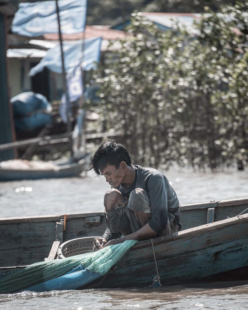 Fiskare längs Sungai Tabo