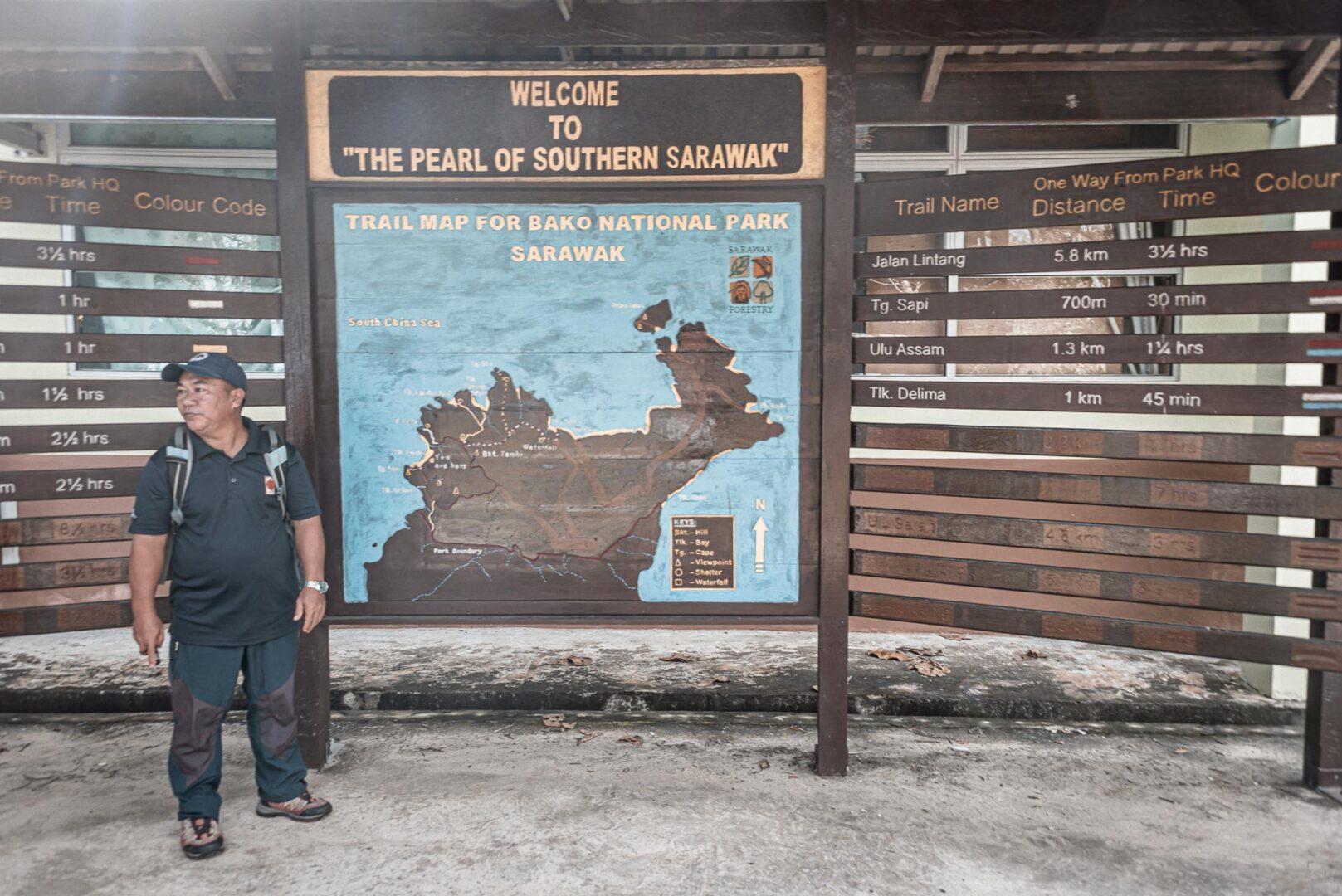 Bayabg i full färd med att visa hur vår dag i Bako Nationa Park kommer att se ut