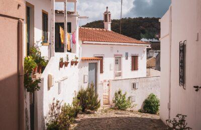 ALte, ALgarve, Mysiga byar längs Algarvekusten.